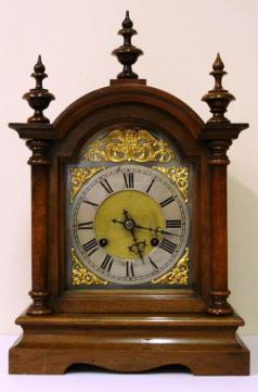 8 day gong strike wooden cased bracket mantel clock with spandrels