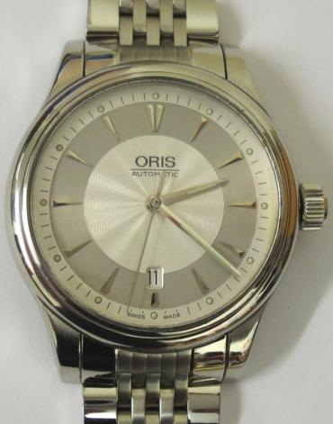 Oris 7594 All Stainless Steel automatic wrist watch with integral s/steel bracelet. Sapphire crystal over a silvered textured dial with silvered dart hour markers and matching hands with sweep seconds and date display at 6 o/c. Swiss made Oris High Mech 733 26 jewel incabloc movement with screw on case back numbered 26-72355, water resistant to 50 metres.
